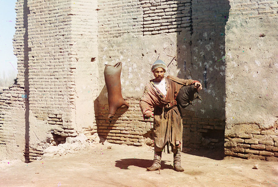 10-A-water-carrier-in-Samarkand-present-day-Uzbekistan-ca.-1910