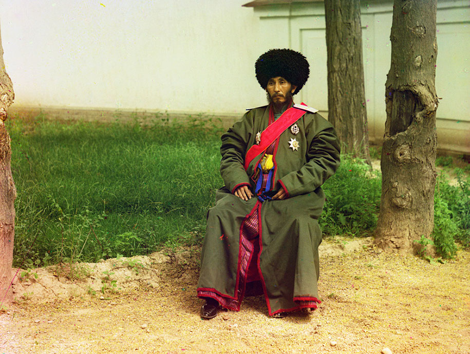 5-Isfandiyar-Jurji-Bahadur-Khan-of-the-Russian-protectorate-of-Khorezm-Khiva-now-a-part-of-modern-Uzbekistan-full-length-portrait-seated-outdoors-ca.-1910